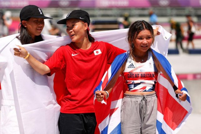 Kokona Hiraki (L), 12,Sakura Yosozumi, 19, and Sky Brown, 13, won silver, gold and bronze medals, respectively, the the first-ever Olympic women's park skateboarding competition on Wednesday.Photo courtesy Olympics/Twitter