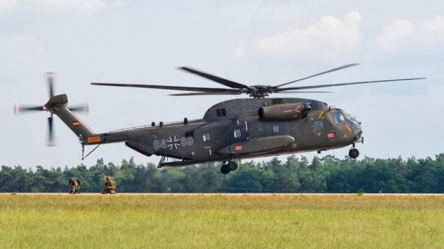 Boeing and Sikorsky have each submitted bids to replace Germany's fleet of CH-53G Super Stallion helicopters, one of which pictured. Photo by Julian Herzog/Wikimedia Commons