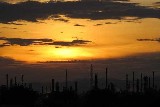 U.S. Gulf Coast refineries have increased their purchases of hydrogen and their demand is likely to grow due to regulations mandating cleaner shipping fuels. Photo courtesy of gaburibe75/Pixabay