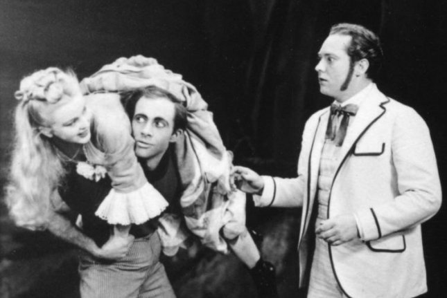 Jean Darling (L) with Murvyn Vye and Eric Mattson in 'Carousel.' Photo courtesy of Rodgers & Hammerstein