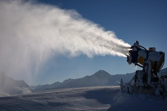 Blowing snow across West Antarctica may be the only way to prevent the collapse of its ice sheet. Photo by Pixabay/CC