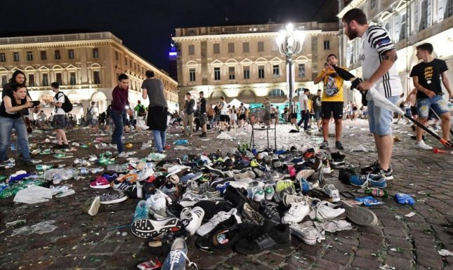 1 500 injured in soccer crowd stampede in turin italy upi com
