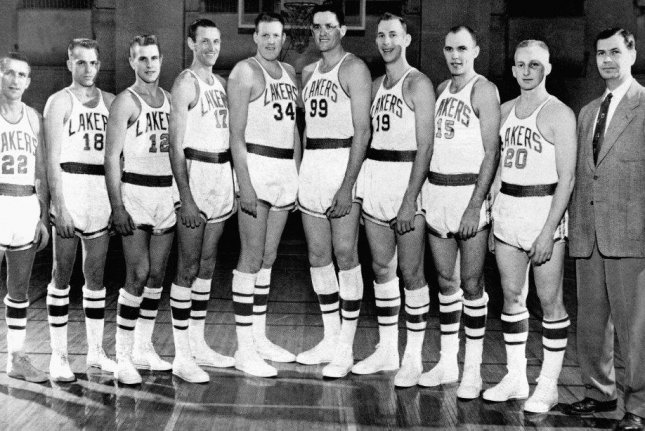 812042a2498 Hall of Fame coach John Kundla, first Los Angeles Lakers coach, dies at 101