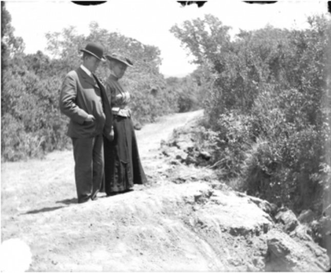 Button in their proper place on the right-hand side of the man's waistcoat indicate that this 1906 photo has not been reversed during the printing process, providing an important clue as to the orientation of the fault trace, seen at the couple's feet. Credit: Bancroft Library, University of California, Berkeley