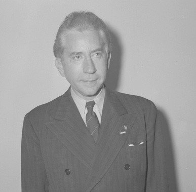 John Paul Getty III was the grandson of billionaire J. Paul Getty Sr. (pictured above). Young John Paul III spent much of his childhood with his divorced mother in Italy. Source Los Angeles Times / Public Domain