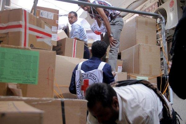 Aid workers with the International Committee of the Red Cross sort medical supplies the agency successfully delivered to the Yemeni city of Taiz for the first time since August 2015. Photo by Sitara Jabeen/ICRC