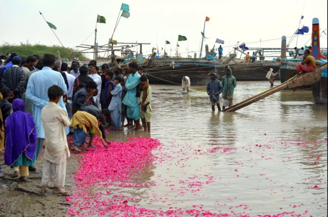 Fishermen in the River Indus delta in southern Pakistan offer rose petals as parts of a ritual for the restoration of Indus, as river water has stopped reaching in most of the creeks, and seawater is flowing upstream. Photo by Amar Guriro/News Lens Pakistan