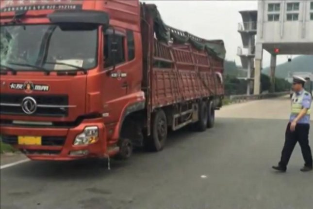 Watch: Chinese police pull over truck missing front tires