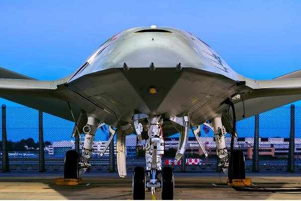 Boeing teases with late MQ-25 contender