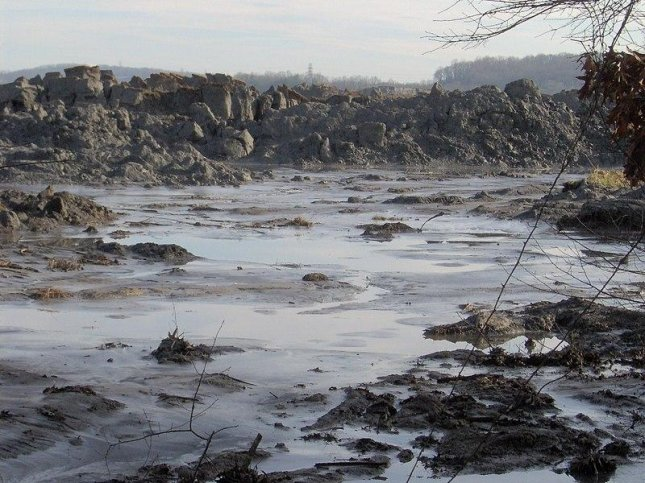 Coal ash contaminating ground water near 91 percent of U S  plants