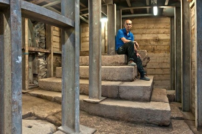 The ancient podium found in the City of David. Photo by Shai Halevy/Israel Antiquities Authority