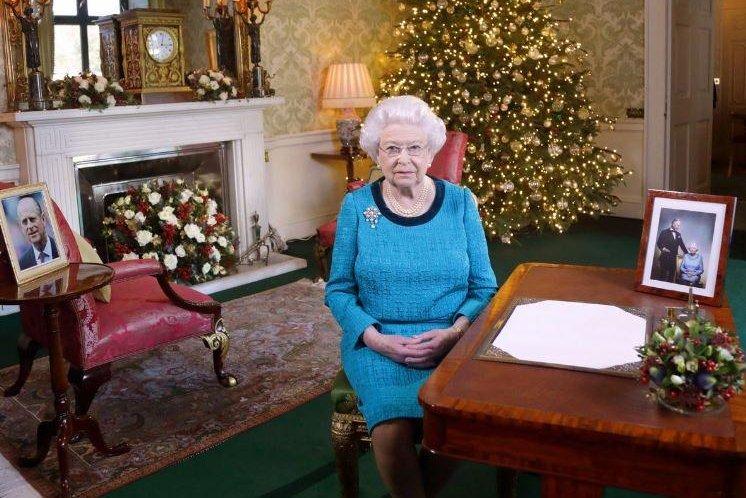 Queen Elizabeth urges Britain to 'take a deep breath'