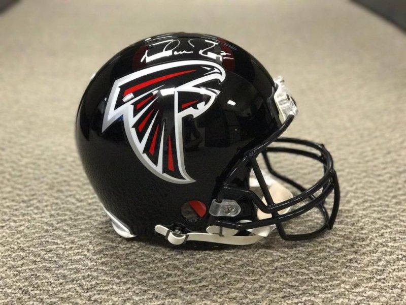 buy popular a78d9 39284 Falcons sign LT Matthews to 5-year extension - UPI.com