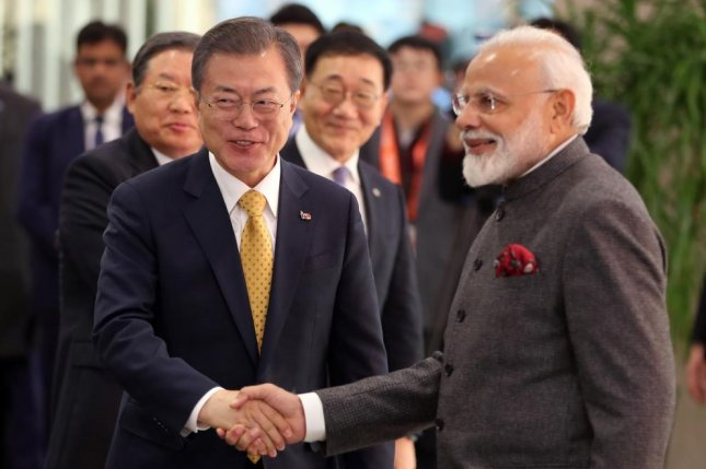 South Korean President Moon Jae-in (L) and Indian Prime Minister Narendra Modi (R) shake hands before a ceremony to unveil a bust of Indian independence movement leader Mahatma Gandhi at Yonsei University in Seoul on Thursday. Photo by Yonhap/EPA-EFE