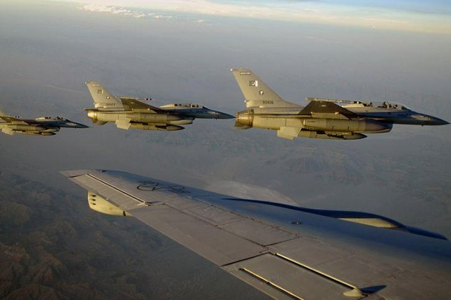 F-16B fighters of the Pakistan Air Force, pictured in July 2010. (CC/U.S. Air Force/Airman 1st Class Daniel Phelps)