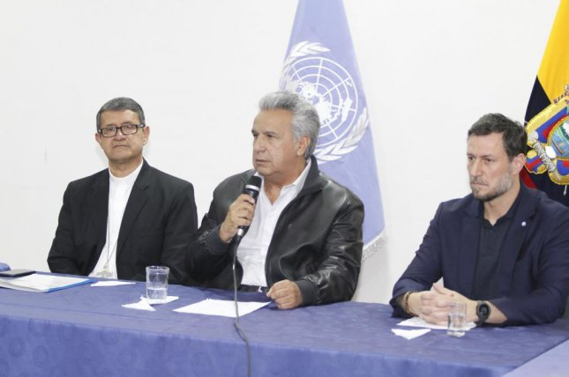 Ecuadorian President Lenin Moreno (C) meets with indigenous Ecuadorians in Quito, Ecuador, Sunday to broker an agreement to settle several days of protests. Photo by Ecuador Presidency/EPA-EFE