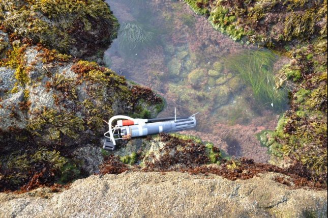 A pump collects water for sampling from a tidal pool on the California coast. Photo by Carnegie Science Foundation