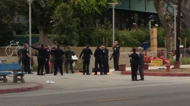The scene at Santa Monica College, as law enforcement officers remove the body of the suspect. (From The_Corsair on Twitter.)