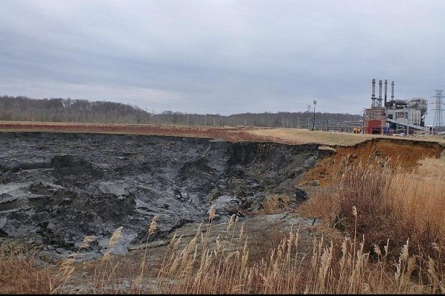 Illinois coal plants polluting ground water