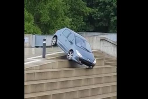This driver may have had more luck reversing away from the steps. Screenshot: Bjorn Knorst/Facebook