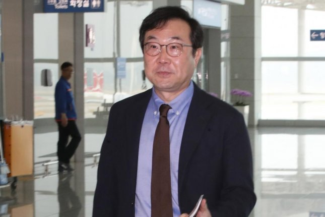 Lee Do-hoon, special representative for Korean Peninsula peace and security affairs, at Incheon Airport on his way for a four-day trip to Washington D.C., where he will meet with his counterpart, nuclear envoy Stephen Biegun. Photo by Yonhap