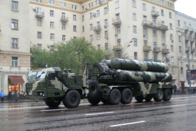 The S-400 missile system in Moscow. Photo courtesy UMNICK/Wikimedia Commons