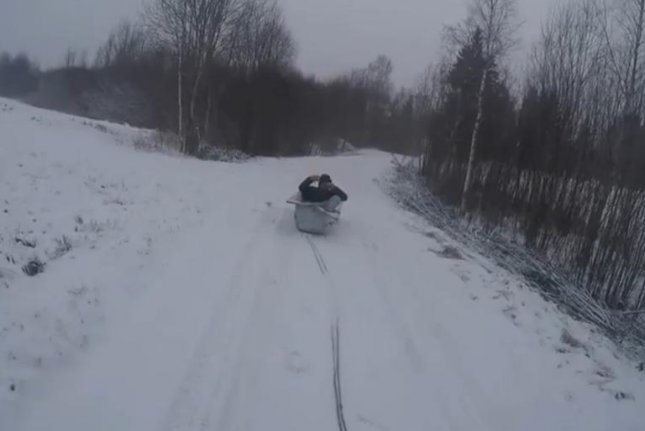 Watch Latvian Man Sleds Through The Streets In Bathtub Upi Com