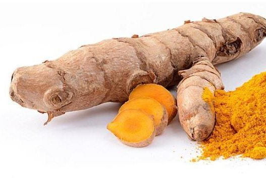 Curcumin is a substance found in turmeric that gives curry its yellow color. A new study at UCLA showed that curcumin improved memory and mood for people with a mild form of age-related memory. Photo by Wikimedia Commons/Simon A. Eugster