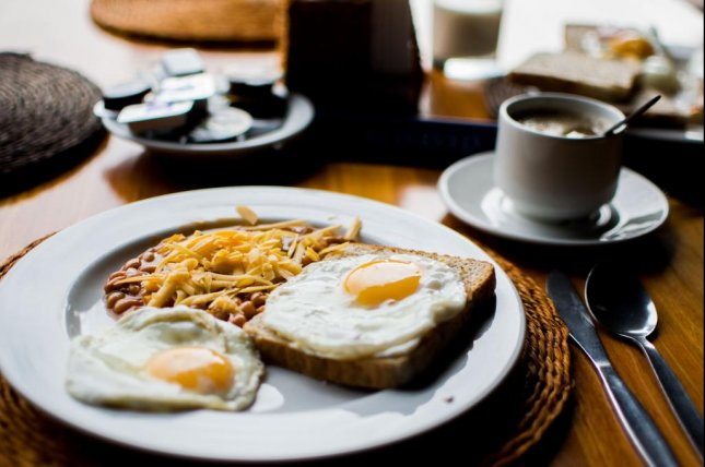 Breakfast should be part of a daily routine to encourage steady BMI development, scientists say. Photo by Julian Jagtenberg/Pexels