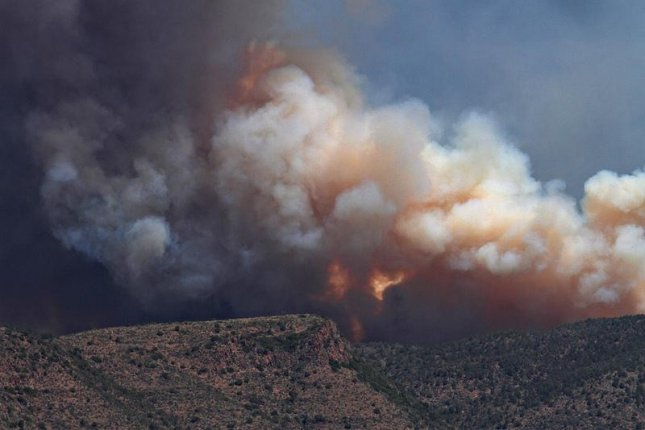 Smoke plumes from the Sunflower Fire, burning near Payson, Arizona on May 14, 2012. (Photo by Melissa Hincha-Ownby via Flickr).