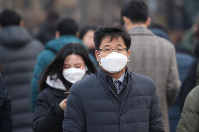 People in Seoul wear masks on their way to work this week as a fine dust watch was posted for the South Korean capital. Photo by Yonhap