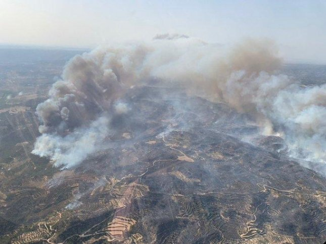 Firefighters battle major wildfire in Spain