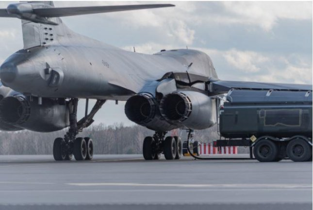 A U.S. B-1 Lancer bomber arrived in Poland for the first time on Friday, to execute a quick refueling operation. Photo by Senior Airman John Wright/U.S. Air Force