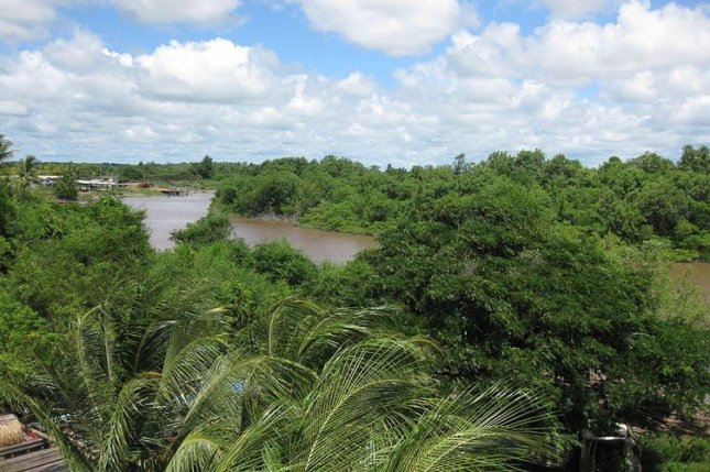 Guyana, a largely rural former British colony, must upgrade its river transport system to accommodate an oil boom. Photo by Lorski