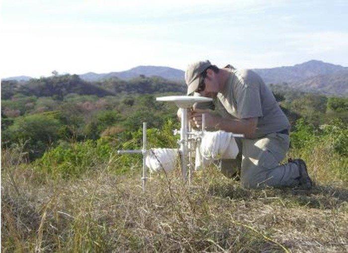 Andrew Newman of Georgia Tech takes part in Costa Rica GPS study. Credit: Georgia Tech