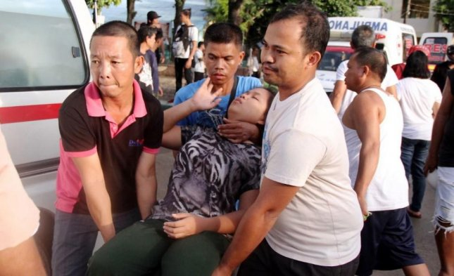 Earthquake Hits Philippines, Knocks Over Building, Injures 10