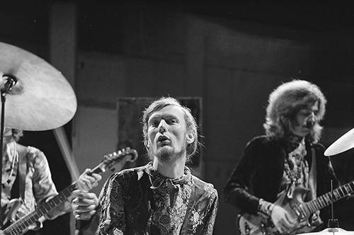 Ginger Baker plays drums with Jack Bruce (L) and Eric Clapton as part of Cream on the Dutch television show Fanclub in 1968. Photo by 	Omroepvereniging VARA/Wikimedia Commons