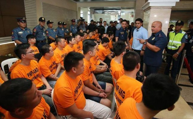 Philippines National Police chief Ronald de la Rosa speaks to arrestees Wednesday in a crackdown on kidnappings and loan sharking activities at Manila-area casinos. Photo courtesy Philippines National Police/Facebook
