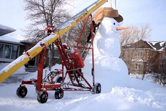 A Manitoba family puts a giant hat on their 20-foot-tall snowman. Screenshot: Storyful