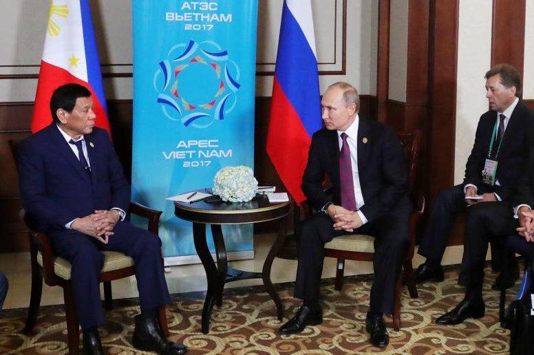 Philippine President Rodrigo Duterte met with Russian President Vladimir Putin on the sidelines of the APEC summit in Da Nang, Vietnam, on Friday. Photo by Michael Klimentyev/EPA-EFE/Sputnik/Kremlin Pool