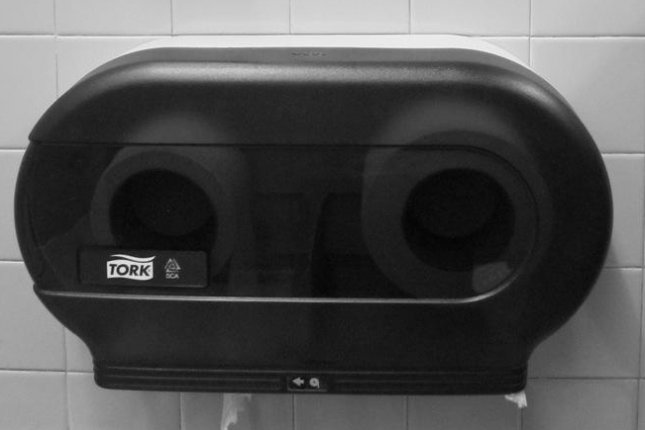 The man probably could have used a toilet paper dispenser. (CC/Vicky van Santen)