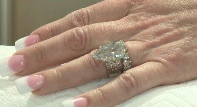 Searches Through Tons Of Trash To Find Lost 400 000 Wedding Ring