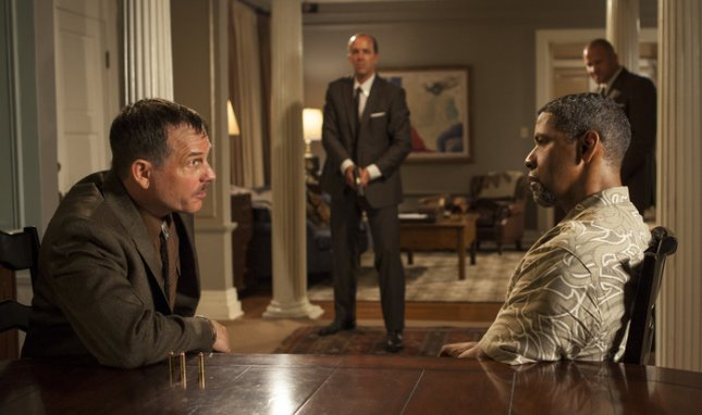 Image of Bill Paxton and Denzel Washington in 2 Guns, courtesy of Universal Pictures.
