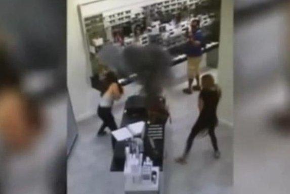 A woman's vaporizer pen battery explodes inside her purse at a New Jersey Sunglass Hut store. Screenshot: WPIX-TV