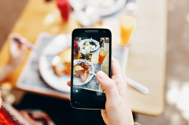 Social media users copy friends' eating habits, study finds. Photo by Helena Lopes