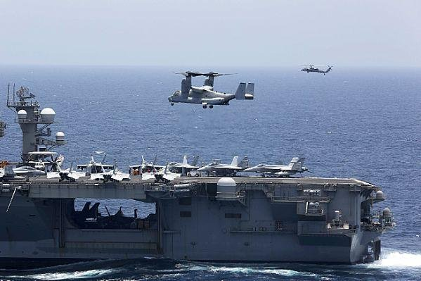 USS Lincoln, USS Kearsarge conduct joint operations in