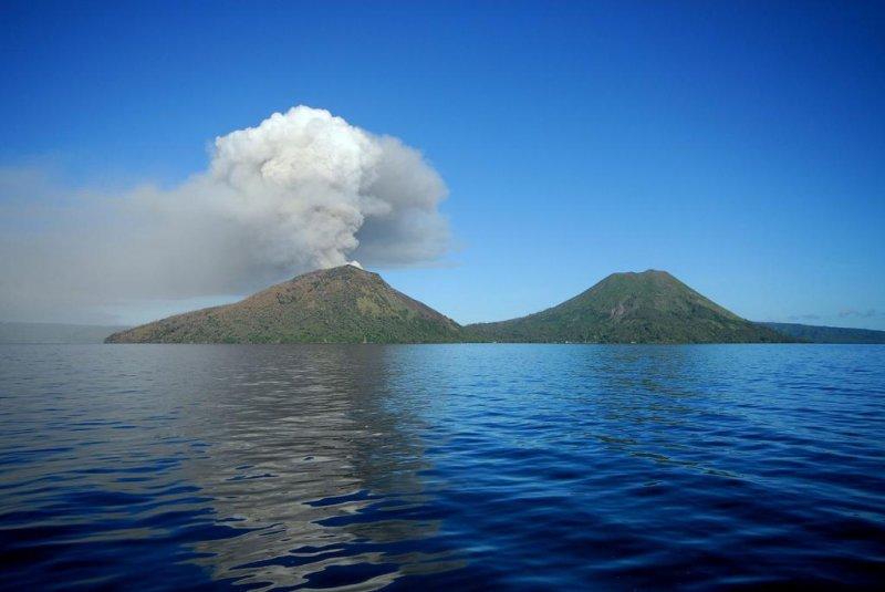 Mt. Tavurvur in Papua New Guinea. File photo by wikimedia.org/ T.Taylor.