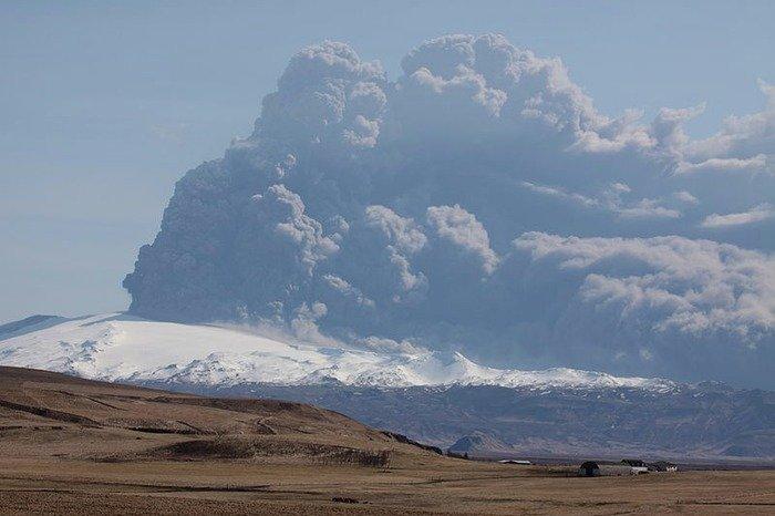 Eyjafjallajokull eruption in April, 2010. Credit: Boaworm, Wikipedia, Creative Commons