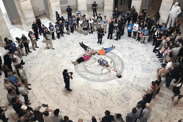 Catholics protest the treatment of undocumented migrants in U.S. custody at the Senate on the Catholic Day of Action for Immigrant Children, July 18. Photo by Eli McCarthy/The Conversation