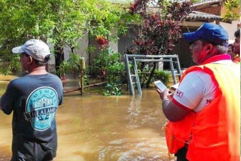 Sri Lanka Red Cross volunteers assess flooding damage in Kalutara after flooding. Photo courtesy of Sri Lanka Red Cross